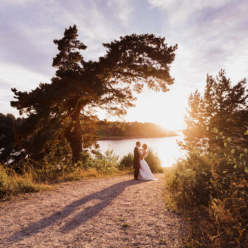 wedding-couple-in-the-swedish-archipelago
