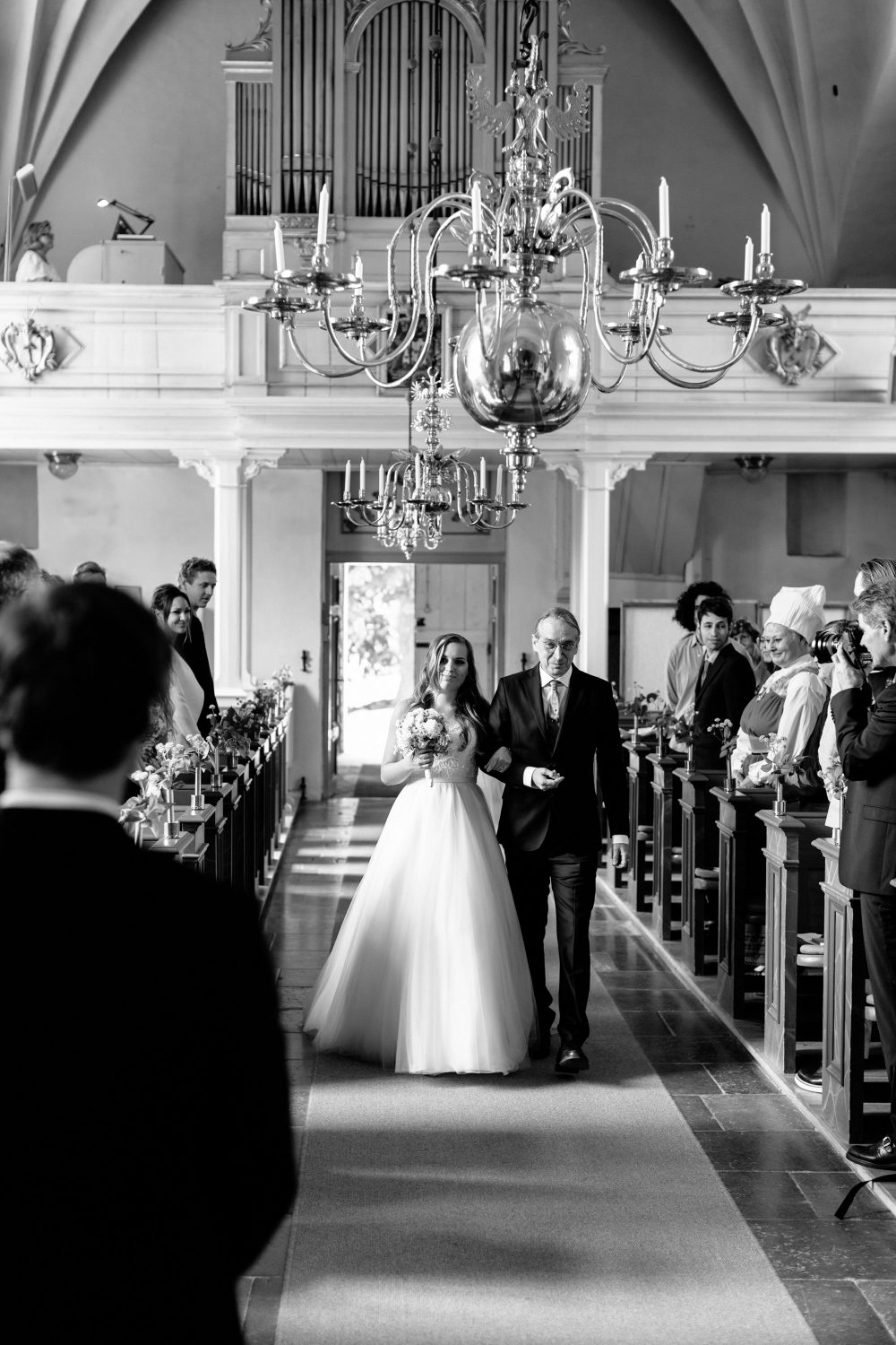 father walks bride down the isle at ludgo church
