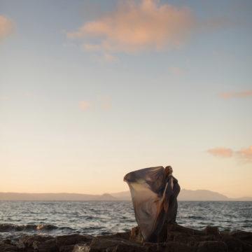 gravid kvinna vid havet