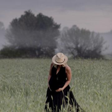 gravid kvinna i hatt