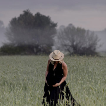 pregnant woman morning mist