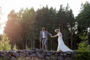 bride-and-groom-in-rural-sweden