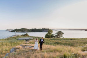 bride-and-groom-in-the-swedish-archipelago