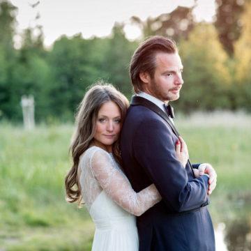 bride-hugs-groom