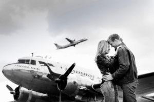 par-pa-flygplats-med-skinnjackor
