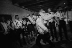 dansande gaster brollop