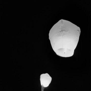chinese-lanterns-at-wedding