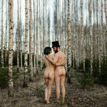 nakna i bjorkskogen