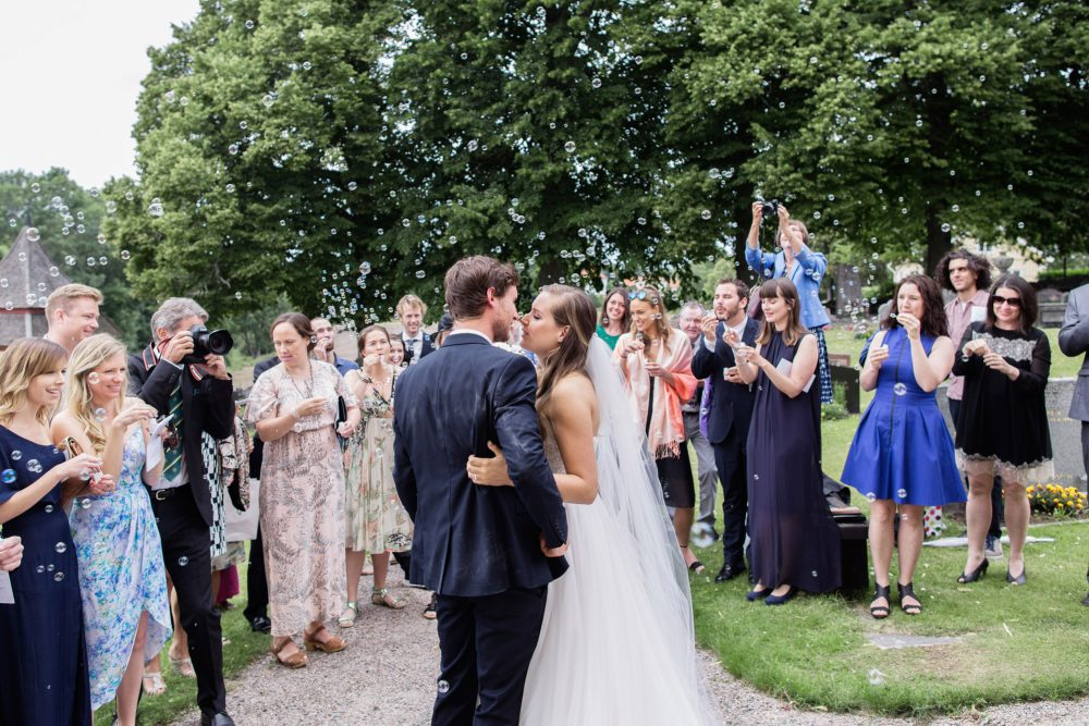 bubbles at swedish wedding